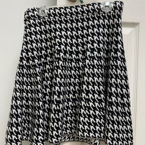 Houndstooth Skirt - Small - - Black and White